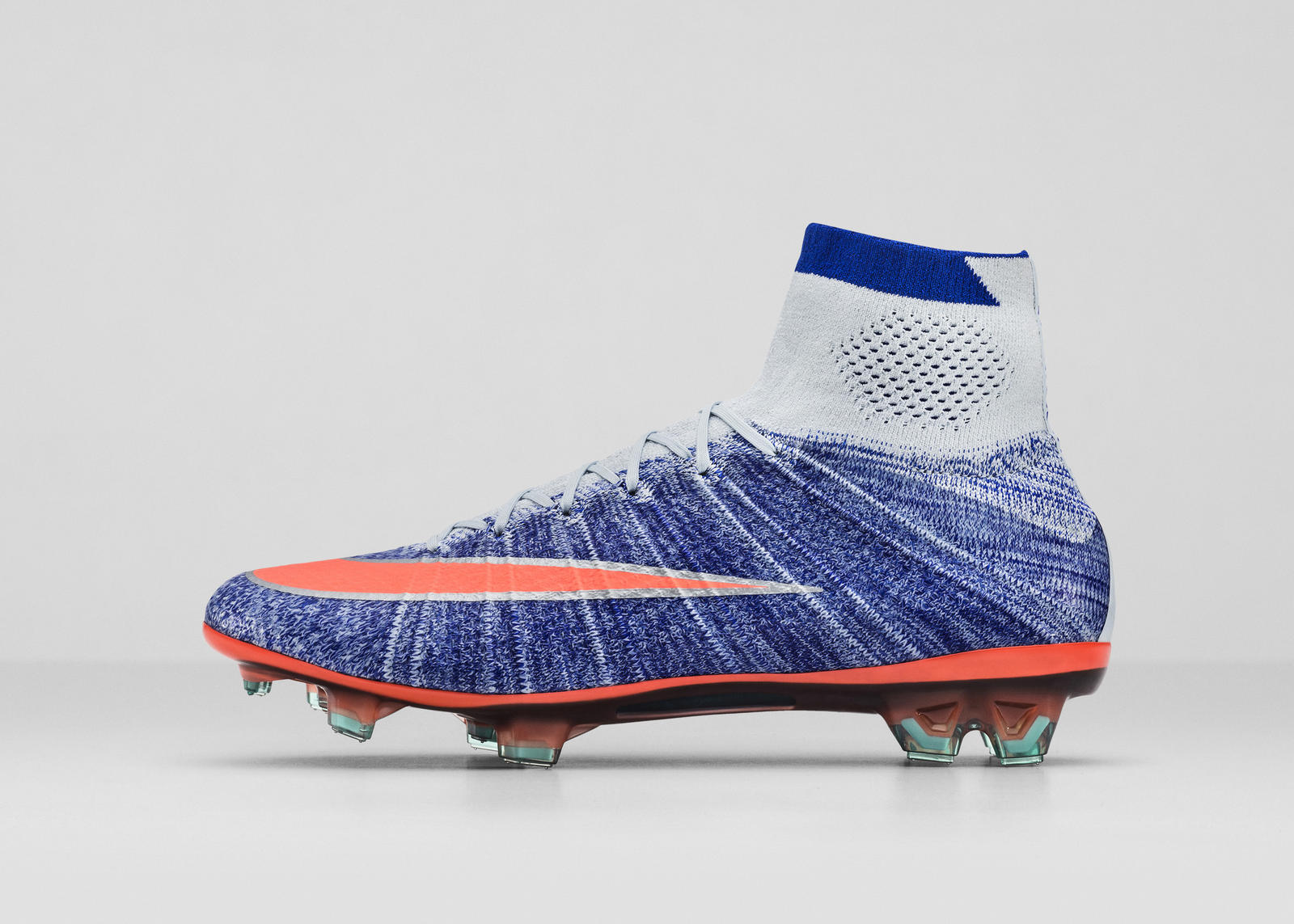 NIKE SOCCER UNVEILS ALL-NEW WOMEN S CLEAT PACK FOR 2016 - Nike News 88deea969b