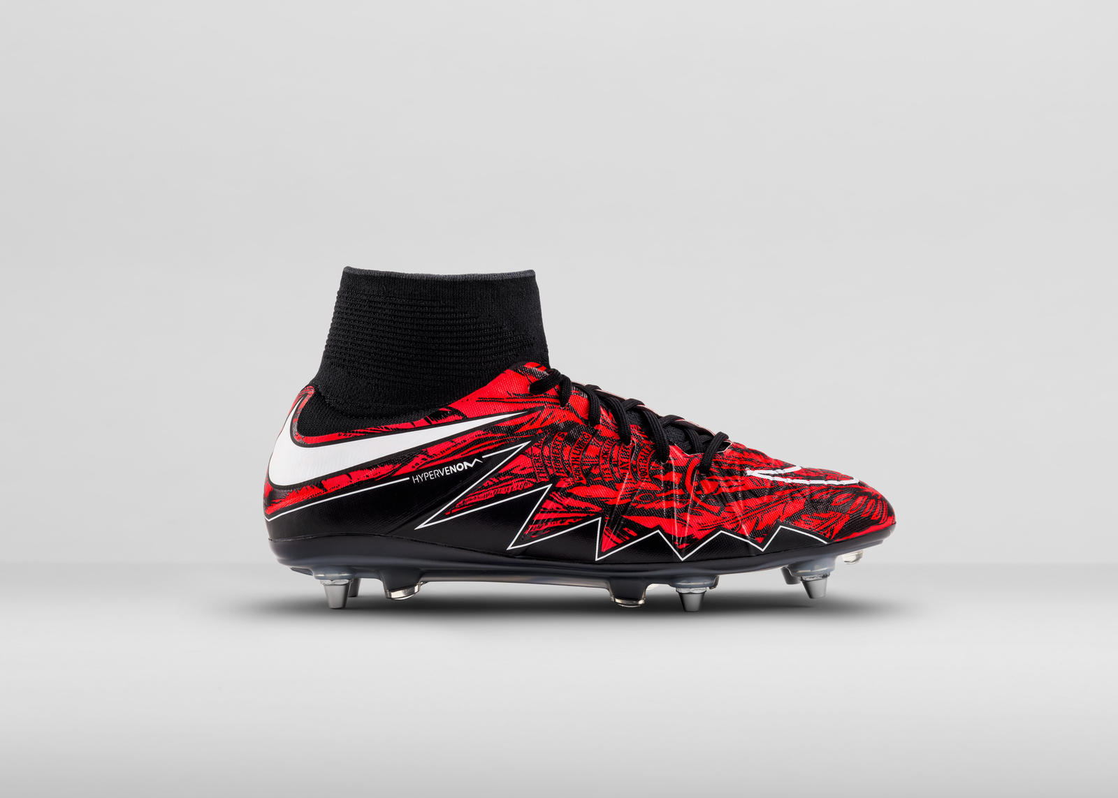 01-Outside_Right_NikeLewy_01