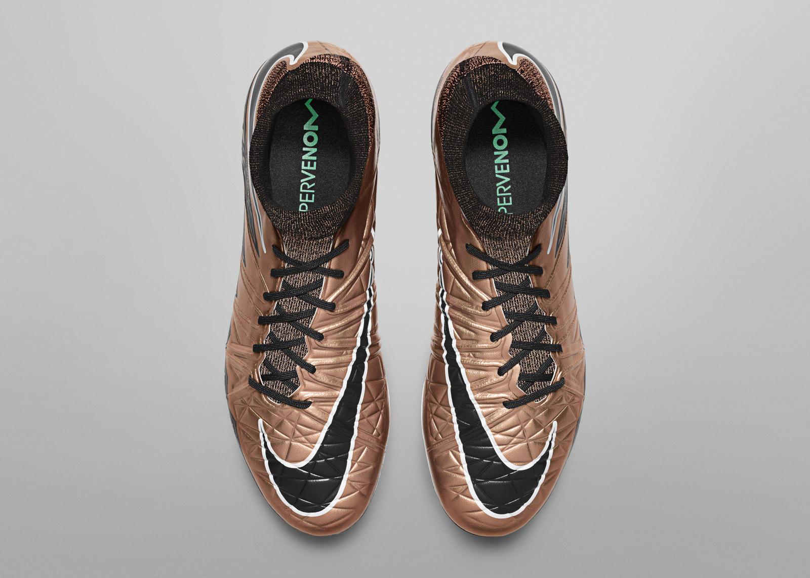 Nike_Football_LIQUID_CHROME_HYPERVENOM_PHANTOM_FG_747213_903_D_rectangle_1600.jpg?1446759659