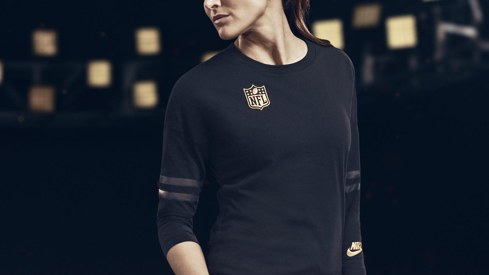 SP16_NSW_SB50_NIKE_Graphic_Top_NA_Womens_CROP_0829