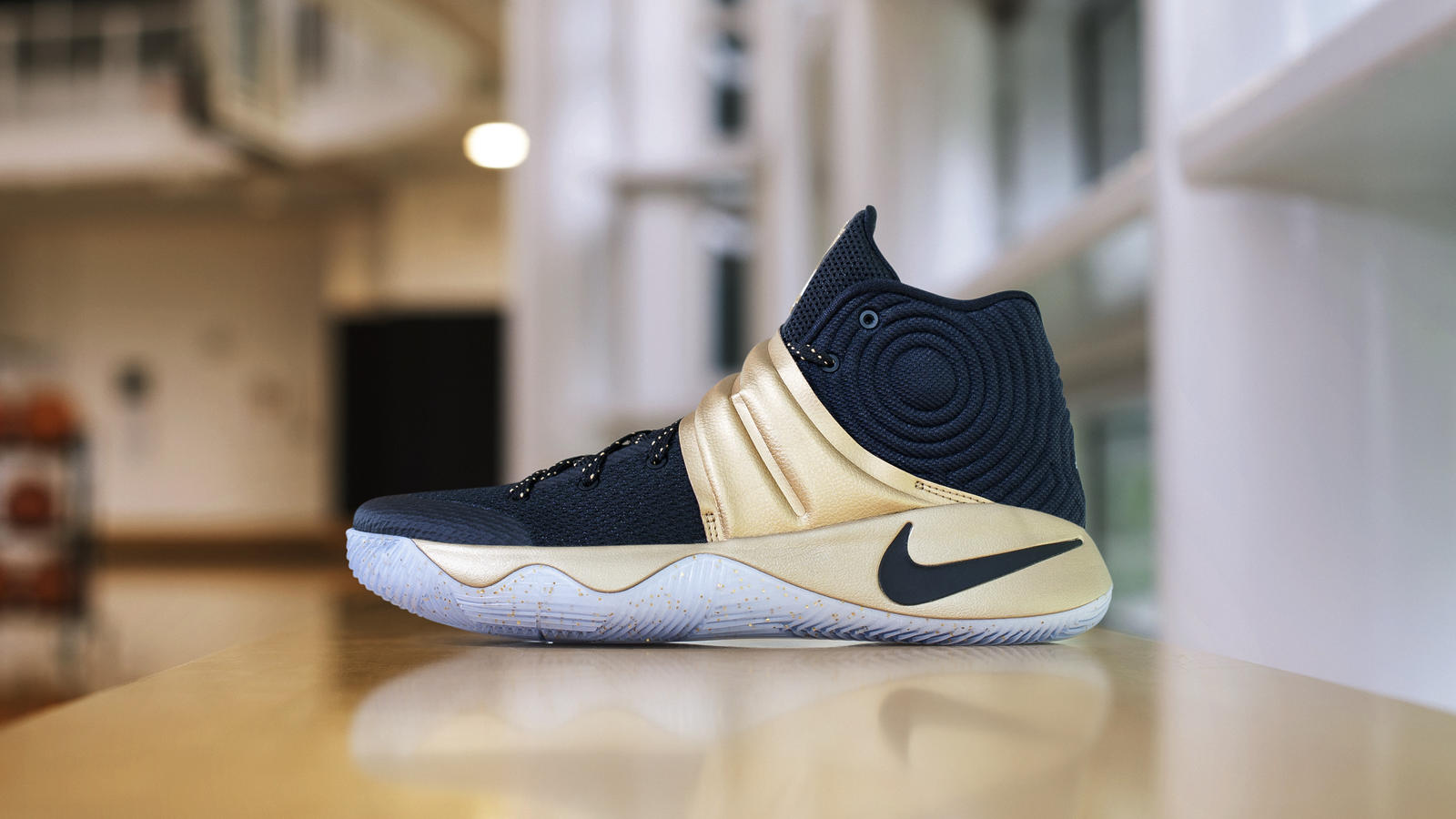Kyrie navy gold dsc 4263 hd 1600