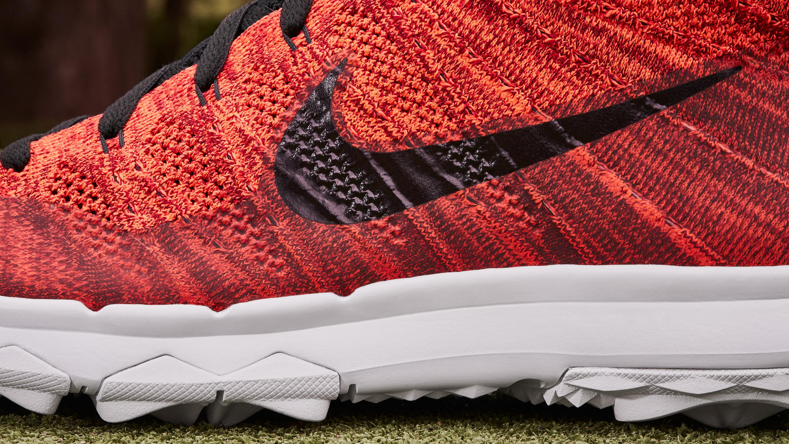 Nike news sneaker feed red flyknit golf 0533 hd 1600