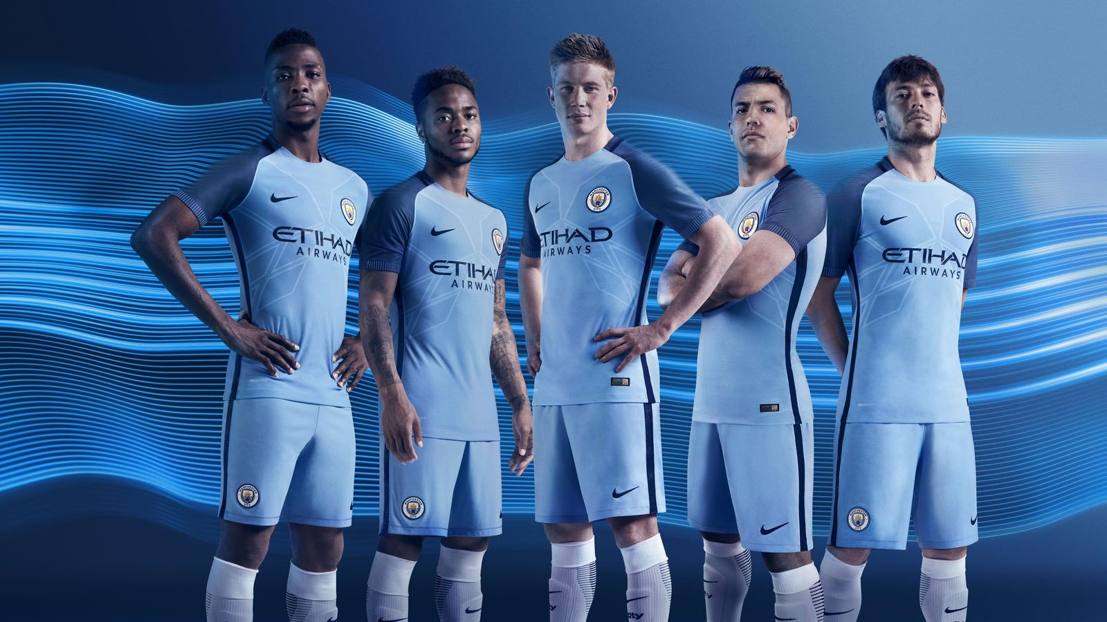 SU16_FB_WE_ManCity_CK_Home_Group_HFR8-003