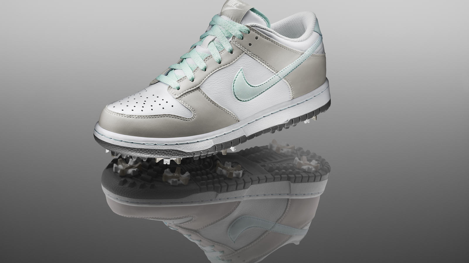 official photos c39c9 48b5a Nike Golf Pays Tribute to the Iconic Nike Dunk Shoe - Nike News