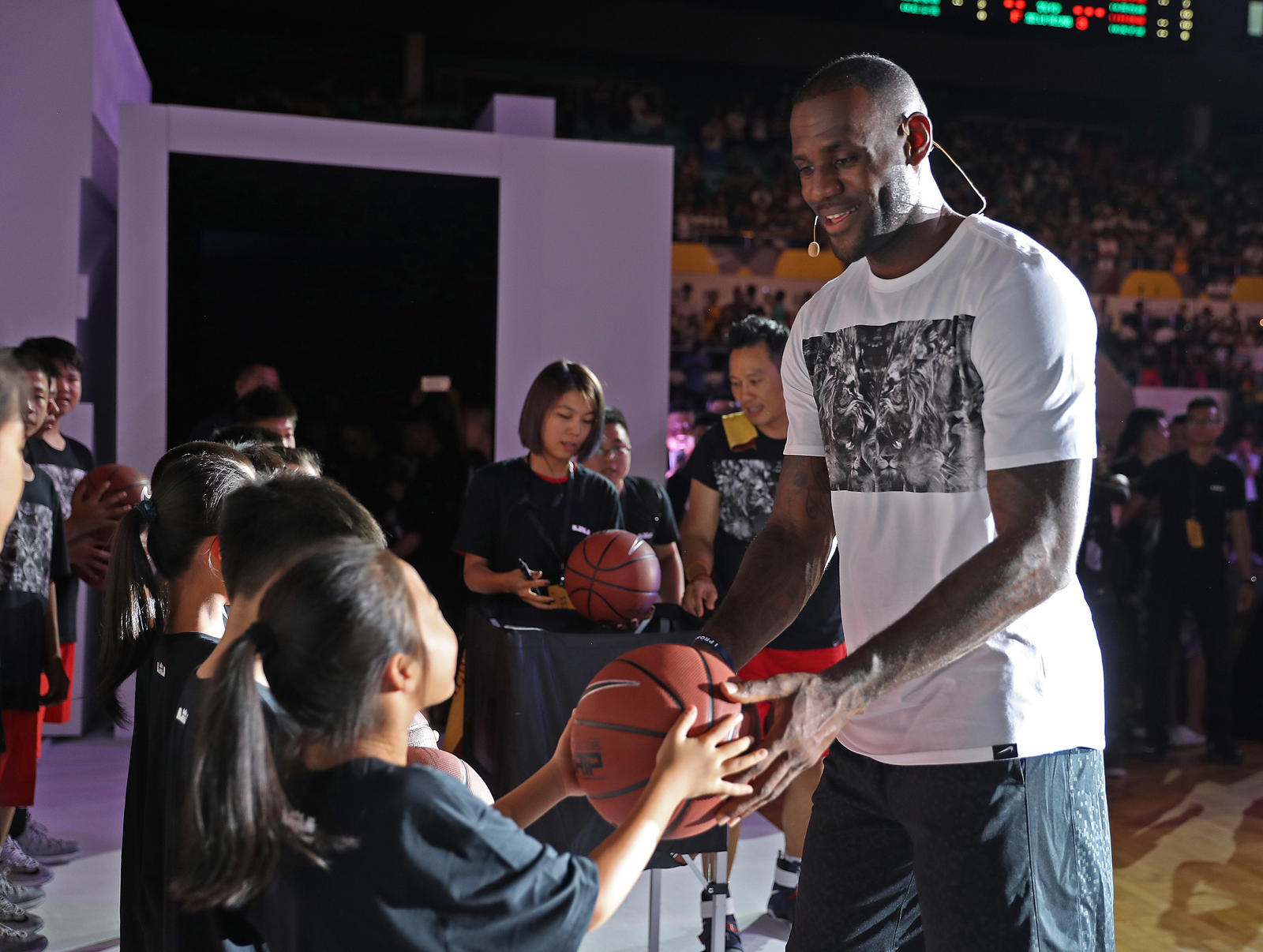 lebron-james-china-tour-07