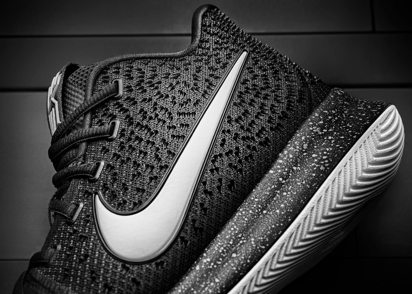 official photos 501d2 66dbd Irving s third signature shoe is tailored to his game.  16-400 Nike Kyrie 3 Side Texture-01