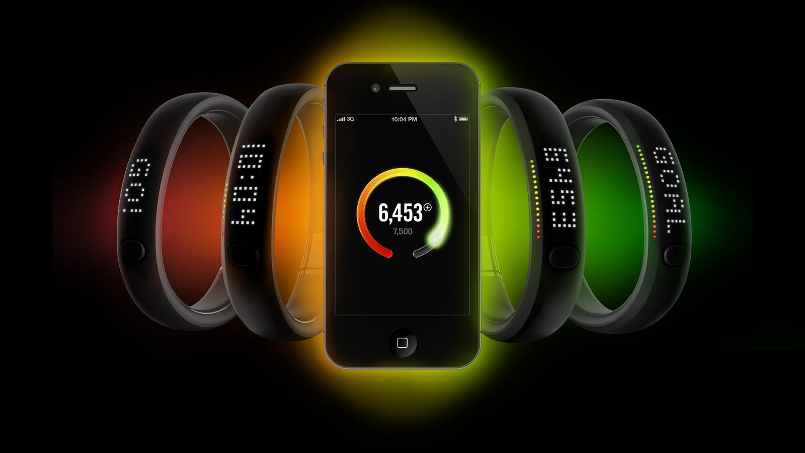 nike_fuelband_withphone_01