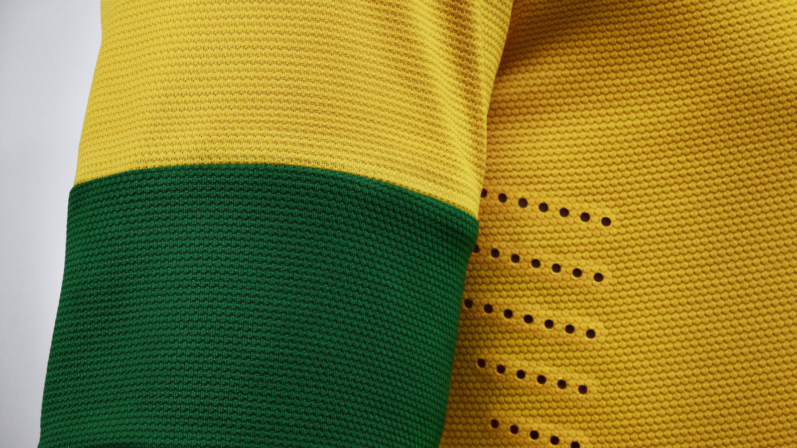 EC12_Brasil_Uniform_home_06