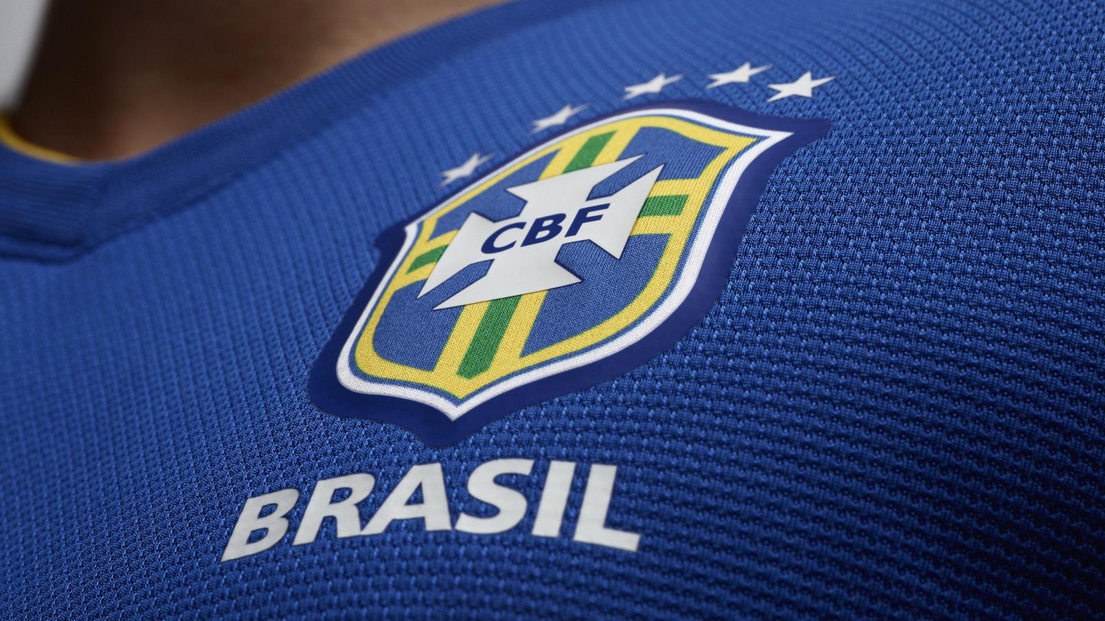 EC12_Brasil_Uniform_away_02