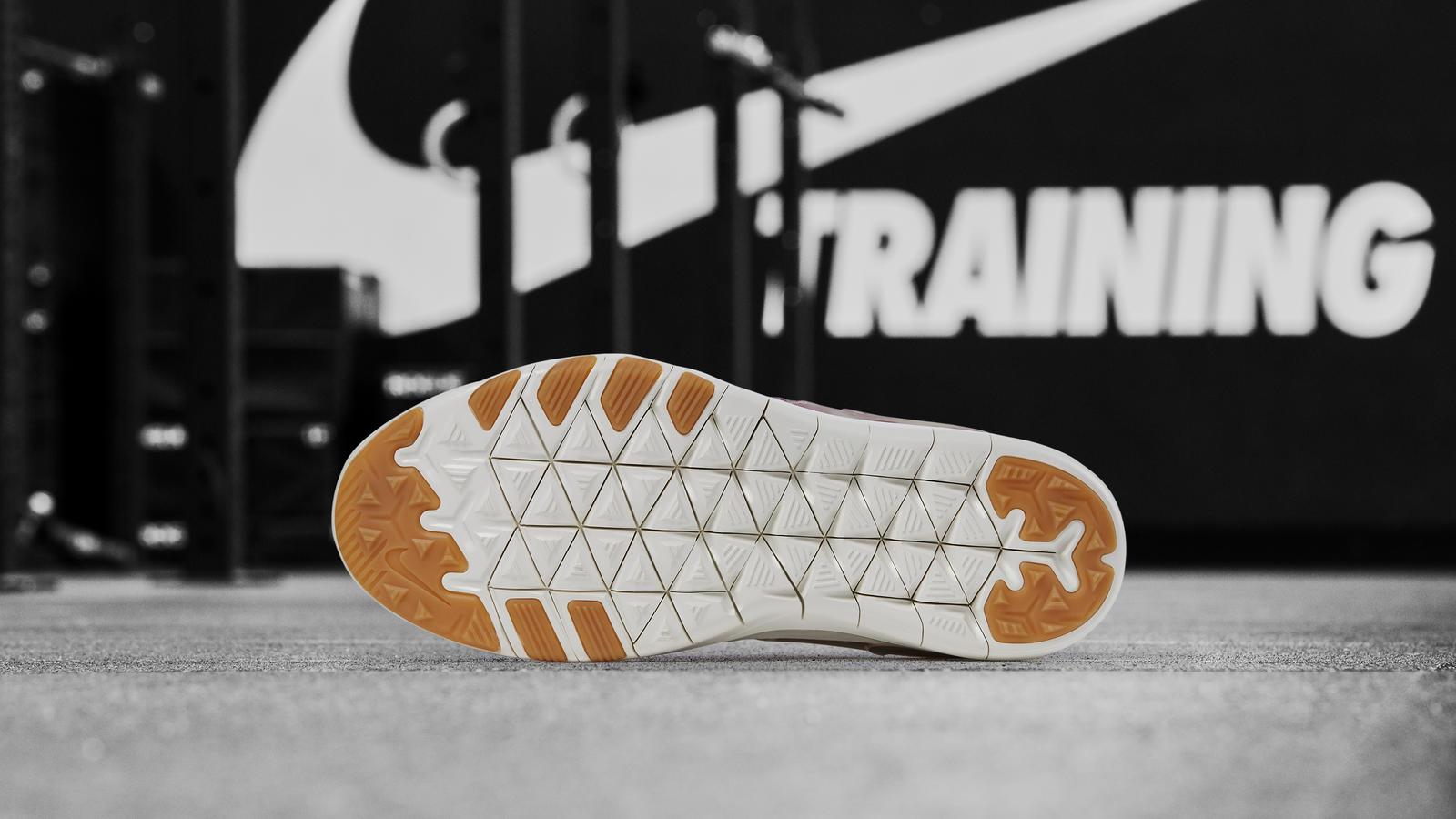 Nike Free TR 7 Focus Flyknit 1