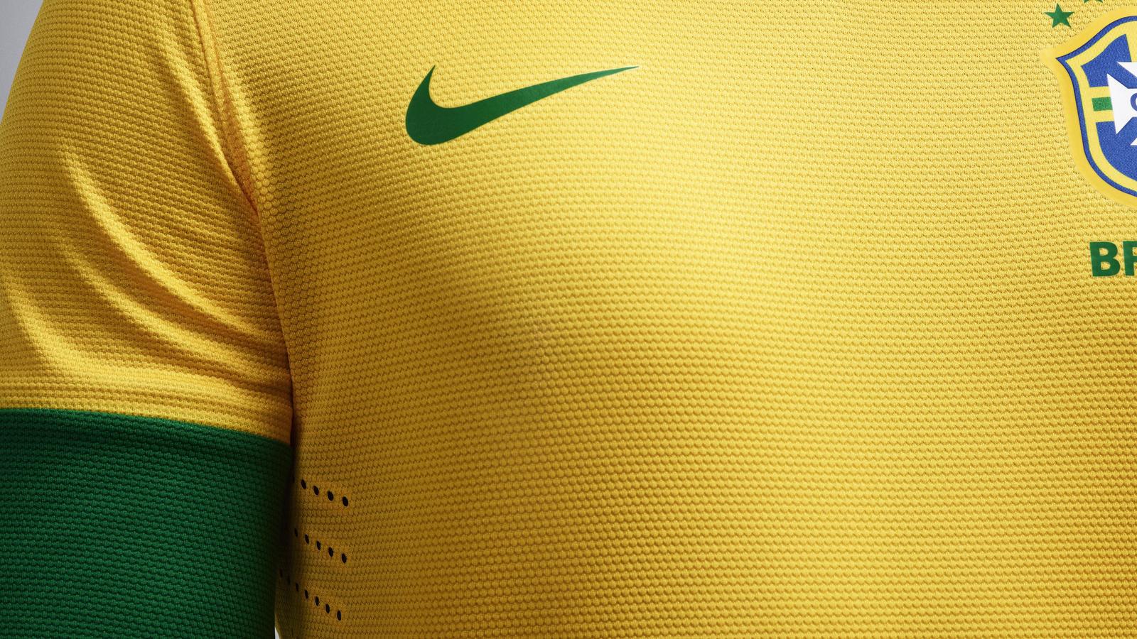 EC12_Brasil_Uniform_home_01
