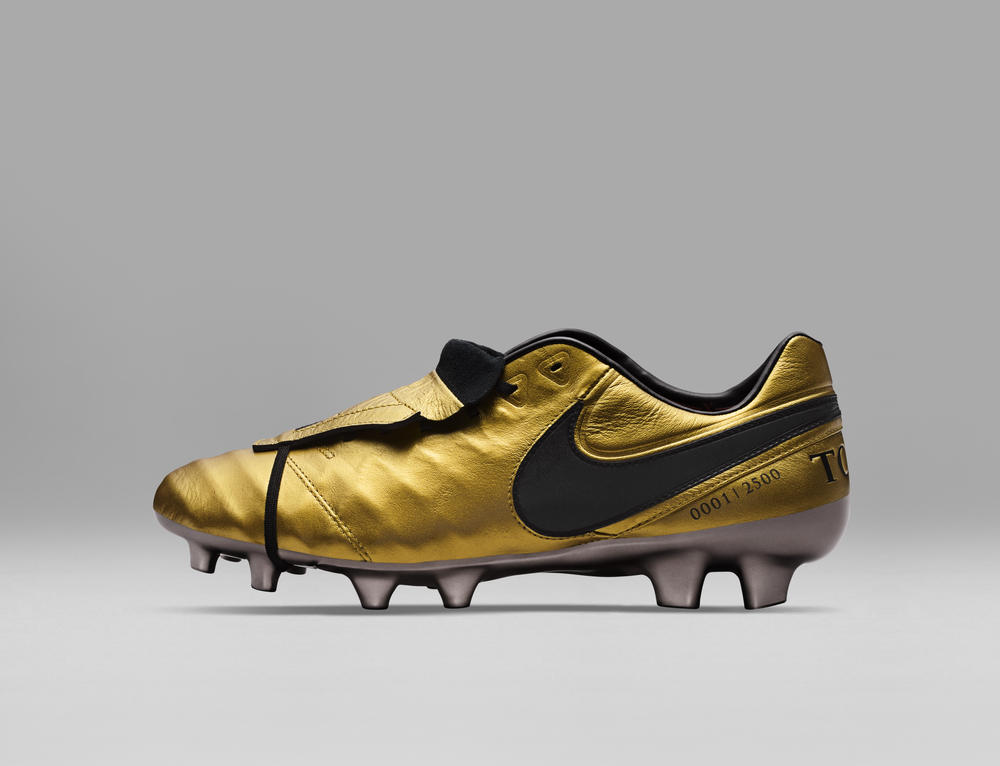 Limited Edition Tiempo Totti x Roma Boots Celebrate Totti's Remarkable 25 Year Career