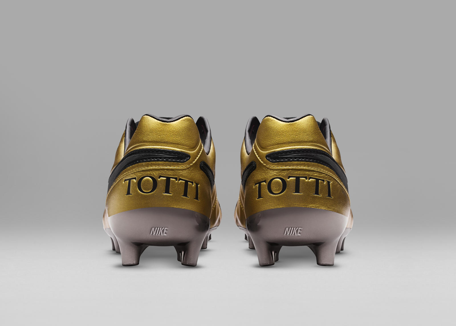 outlet store 14b0b c0a29 Limited Edition Tiempo Totti x Roma Boots Celebrate Totti's ...