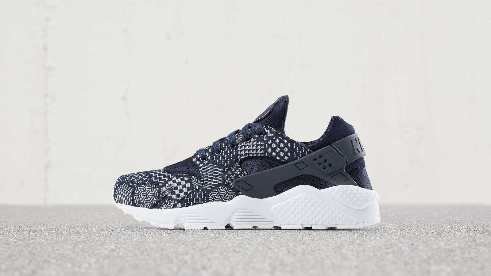 Nike Huarache Ultra Femmes Blanches Inverses magasin discount vente nicekicks magasin de dédouanement 2d7F8Ne5pP
