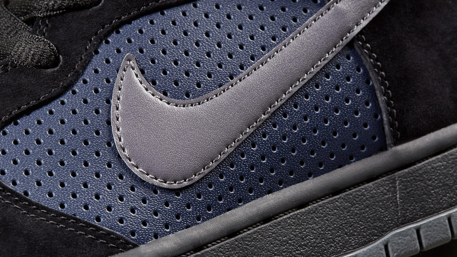 170320 footwear sb blk navy dunk 0280 hd 1600