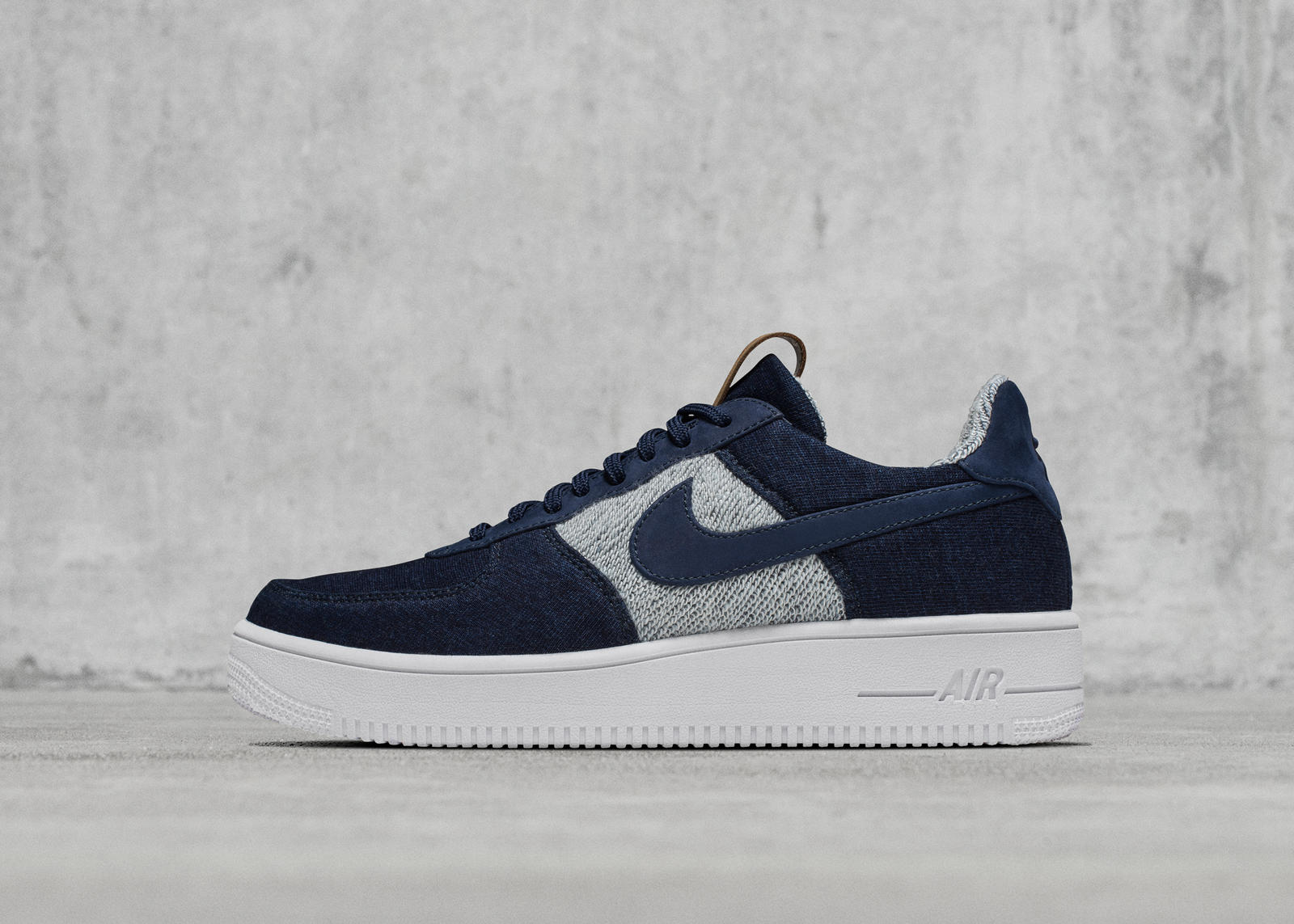 927180e99864 NikeLab Collaborates with Loopwheeler on Indigo-Dyed Footwear - Nike ...