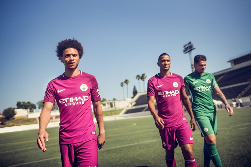 Manchester City Reveal 2017-18 Away Kit in Los Angeles