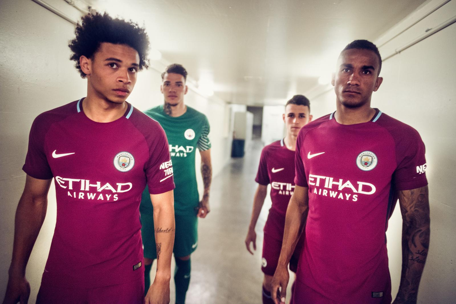 timeless design b01c2 3e943 Manchester City Reveal 2017-18 Away Kit in Los Angeles ...