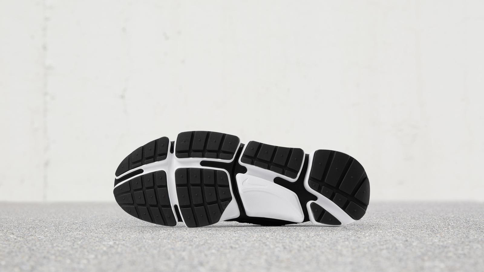 170512 footwear pocketknife blk wht 0085 hd 1600