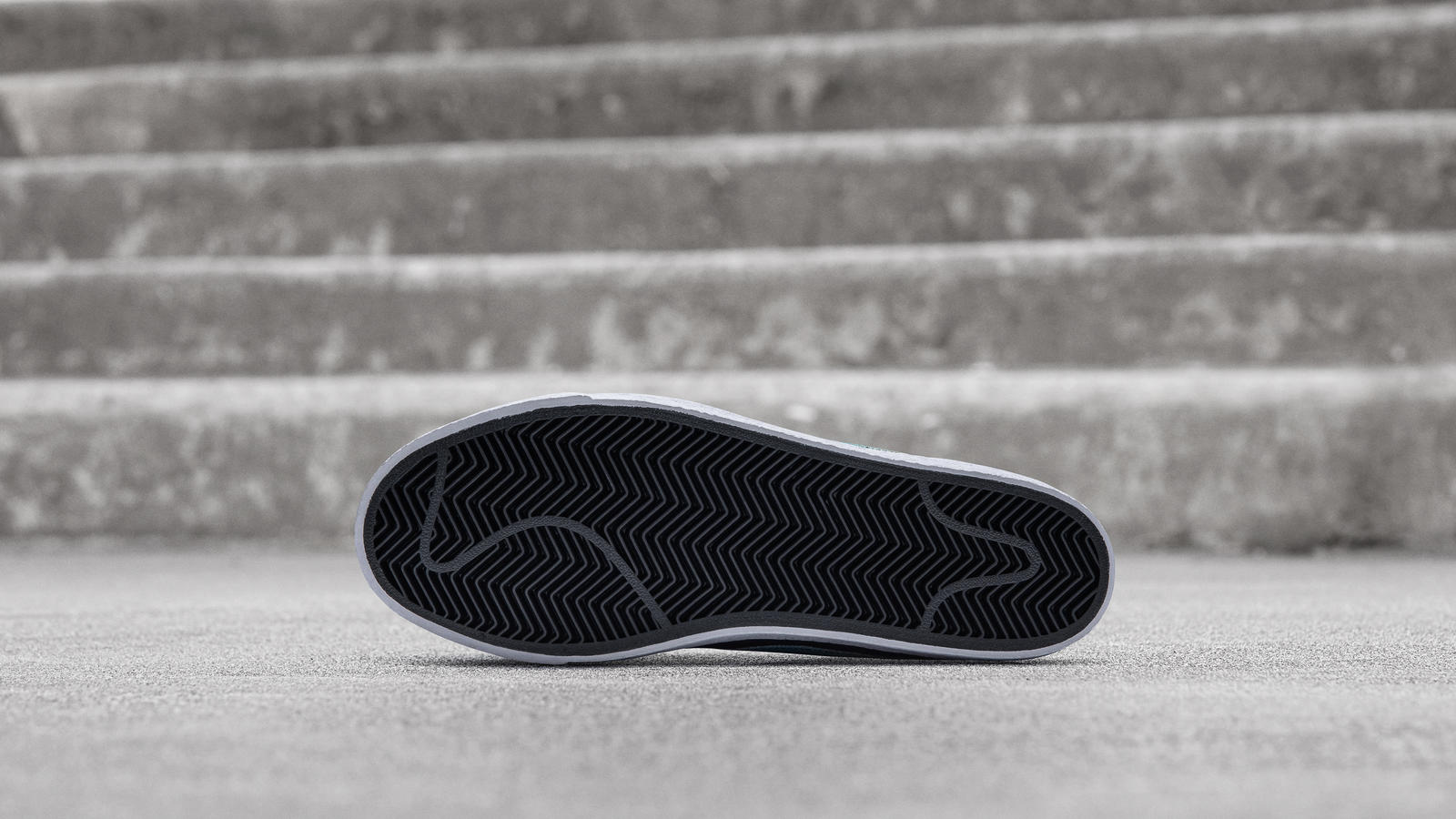 Nike SB Zoom Blazer Mid Lance Mountain 1