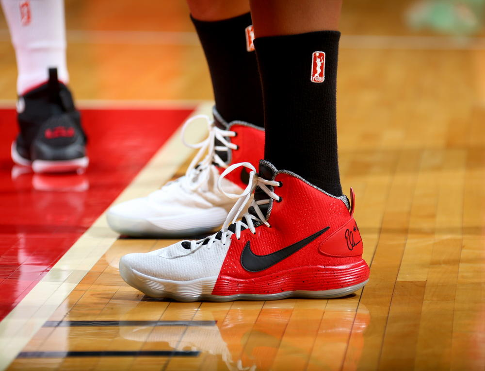 official photos 98cb2 71281 Elena Delle Donne Honors Sheryl Swoopes with New Hyperdunk PE - Nike ...