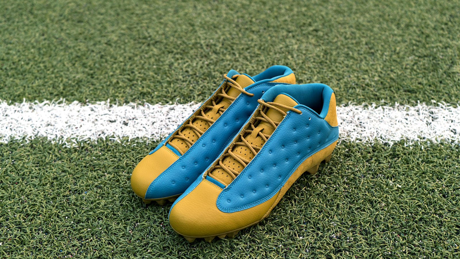 Jordan Brand's Football Roster Debuts New Air Jordan XIII PE Cleats 7
