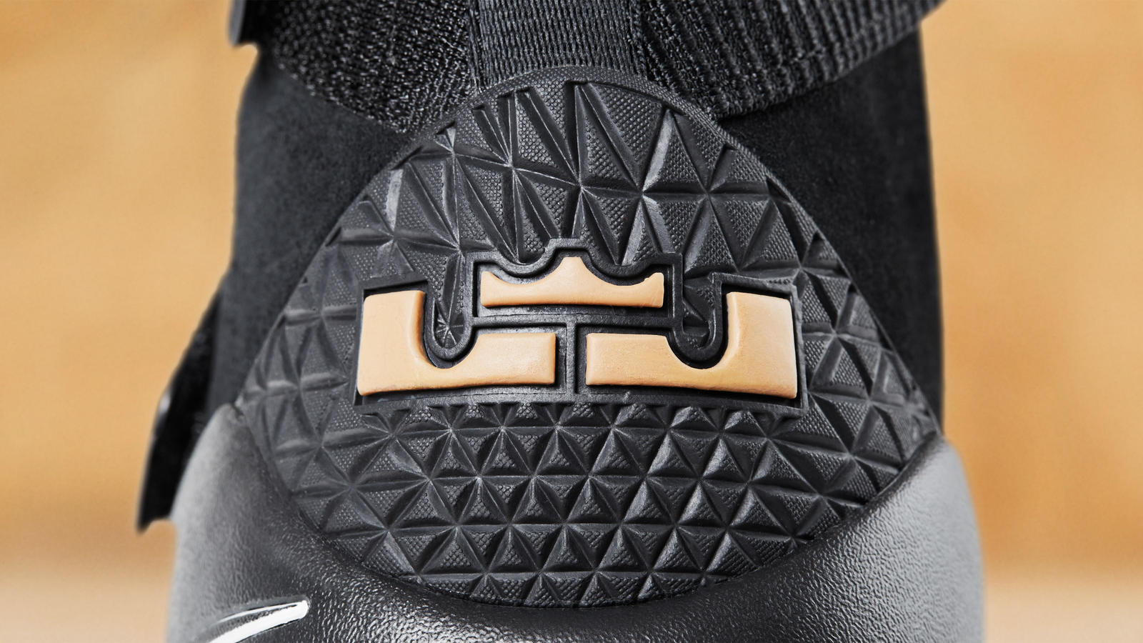 Lebron black gum 3 hd 1600