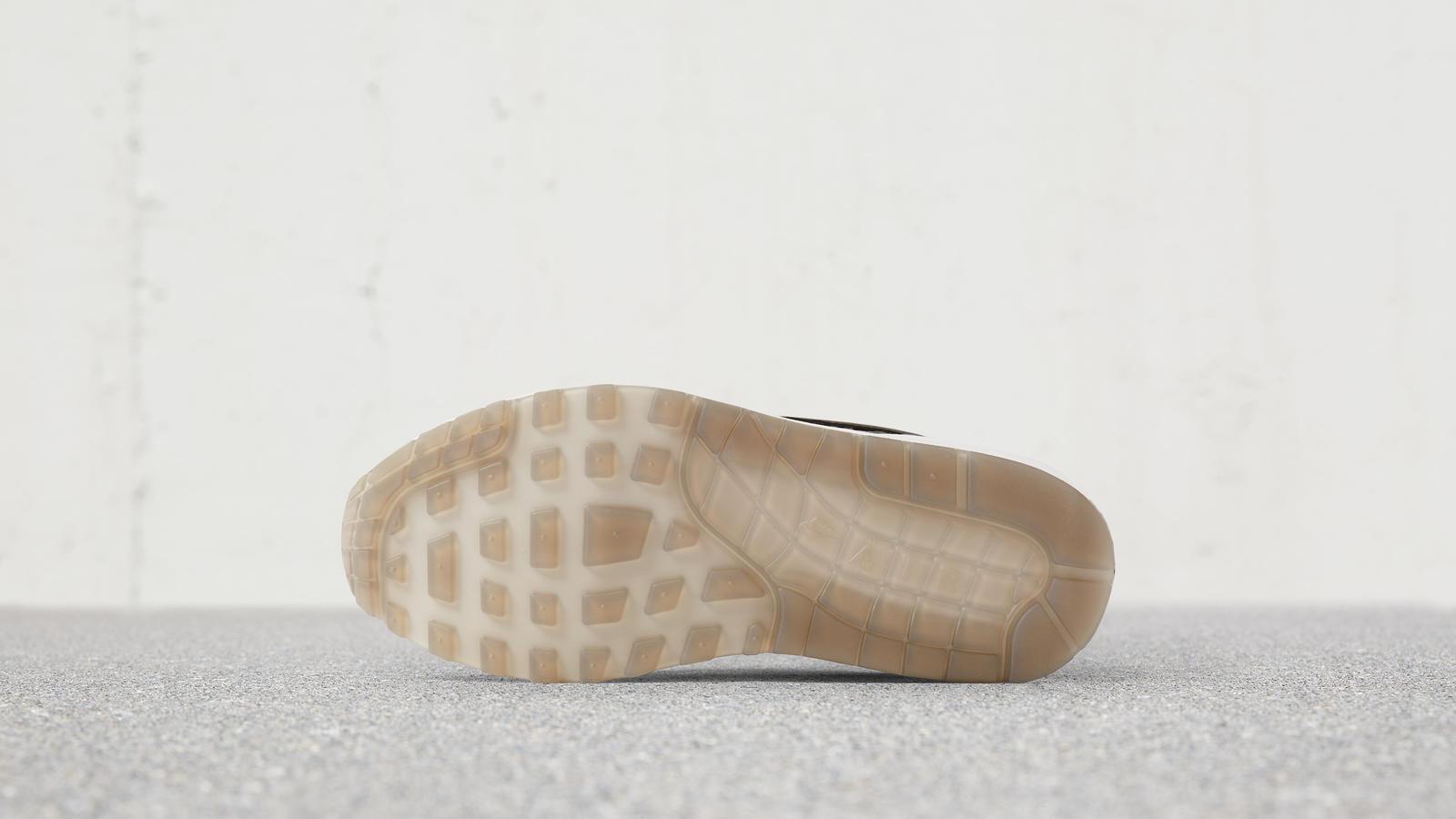 170607 footwear am1 rep silver 0073 hd 1600