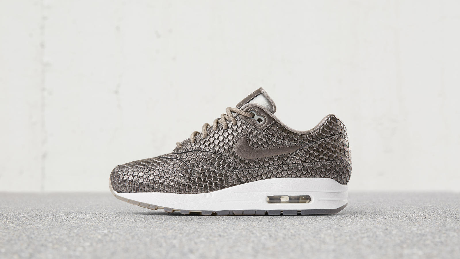 170607 footwear am1 rep silver 0071 hd 1600