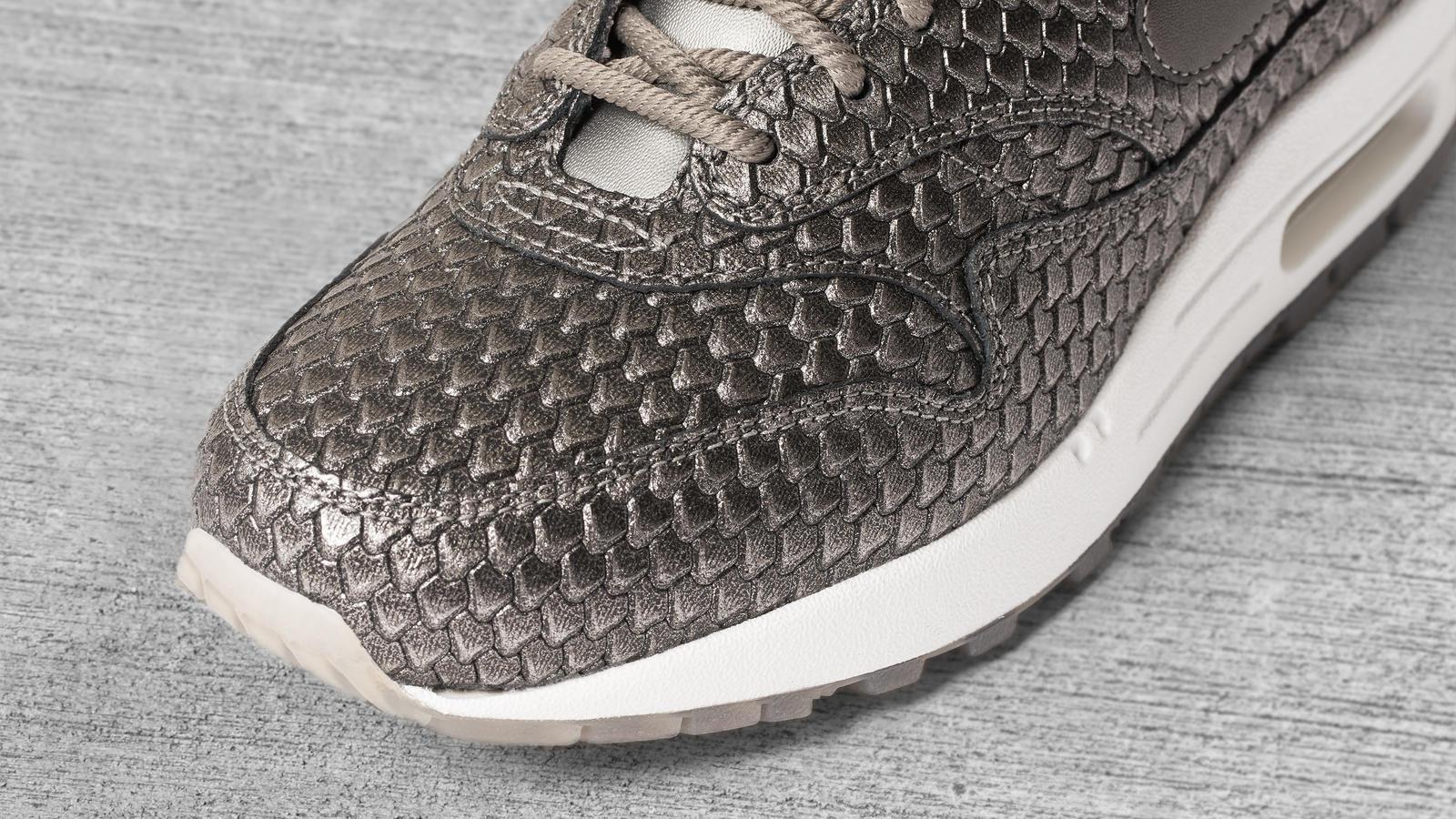 170607 footwear am1 silver 0091 hd 1600