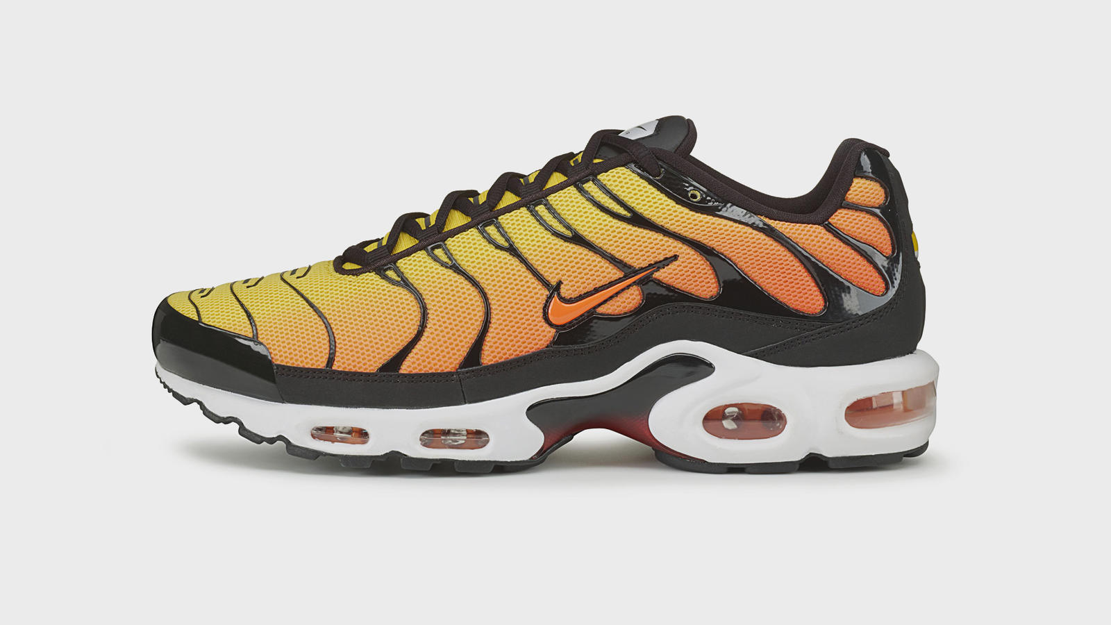 nike air max plus black red green yellow car