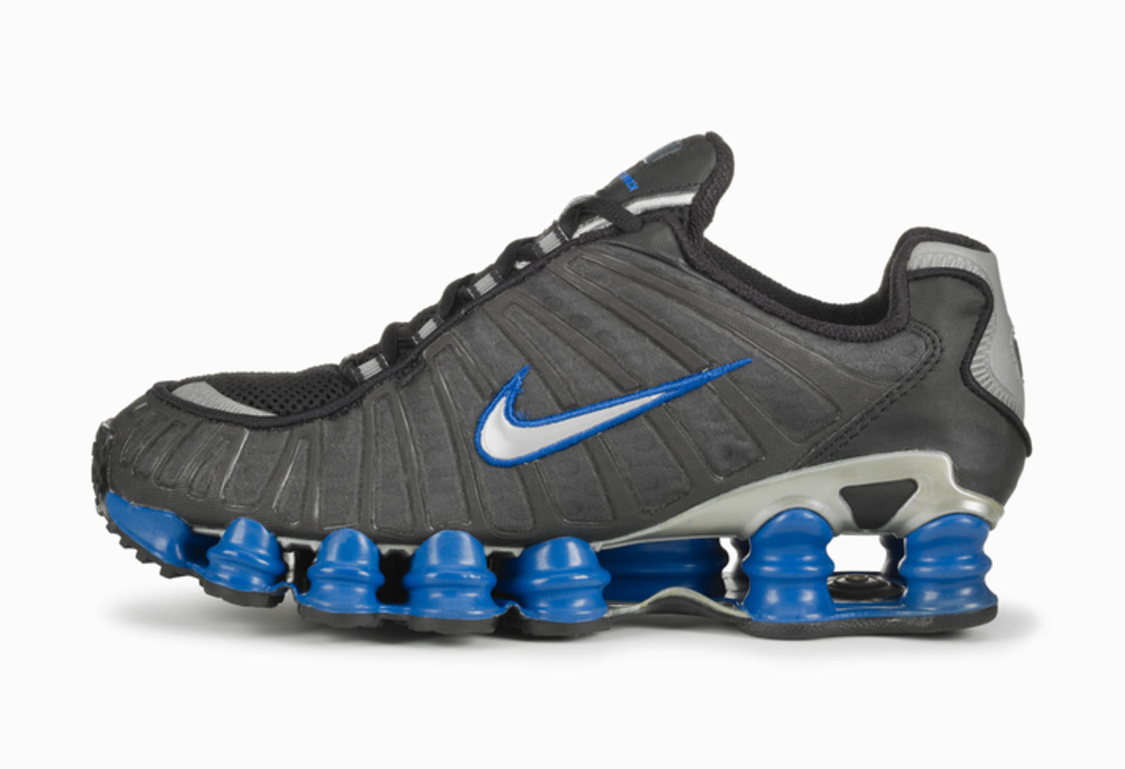 separation shoes c46a5 7cab8 The first Shox product,the R4,hit shelves in 2000. nike shocks. Chaussures  ...