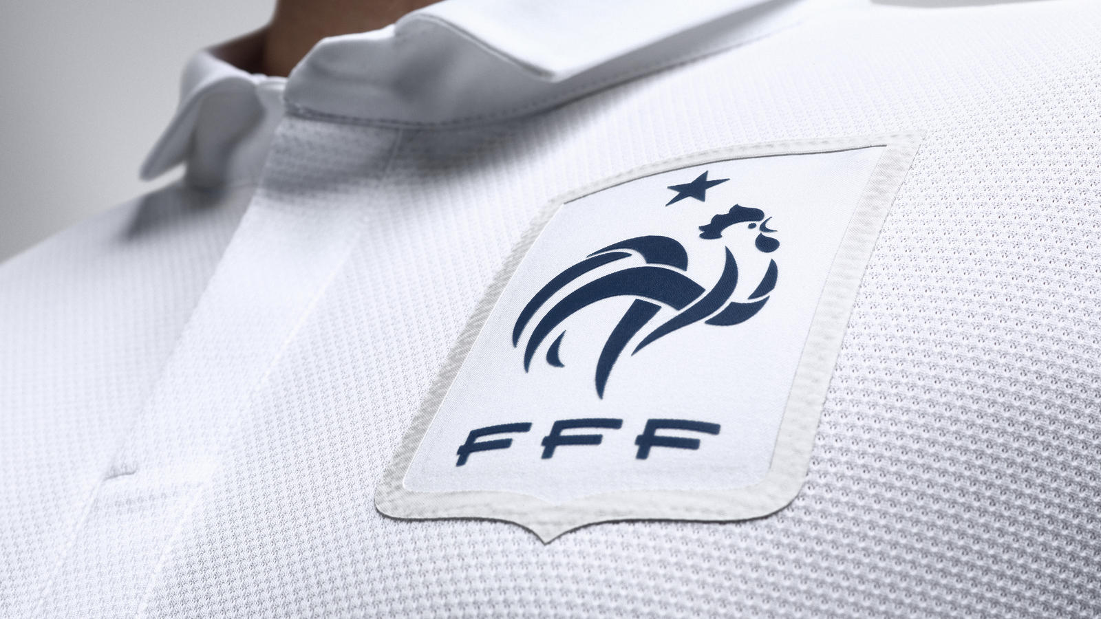 France_Away_Jersey_Crest_R