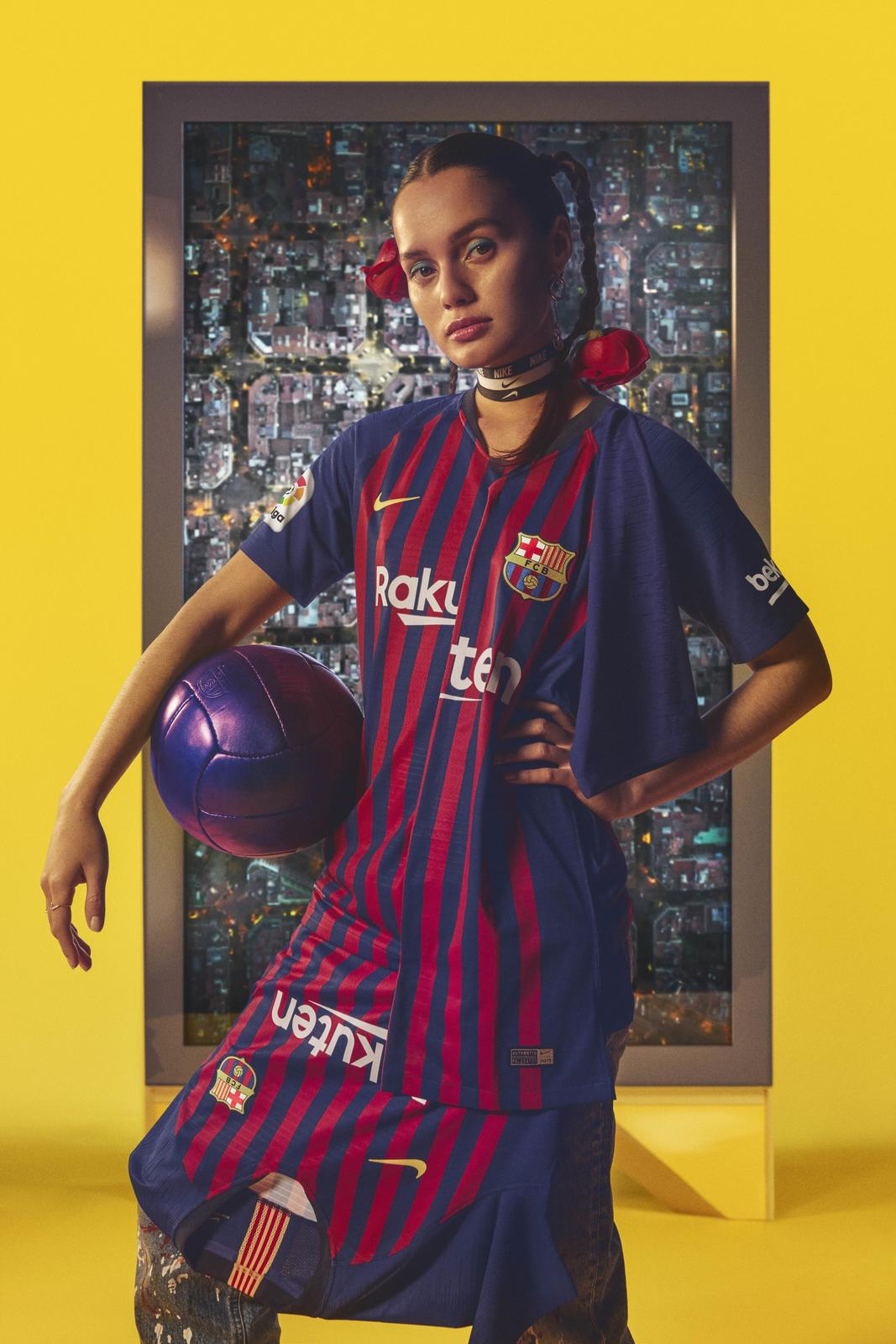 FC Barcelona's 2018-19 Home Kit Unites the City's 10 Districts 0