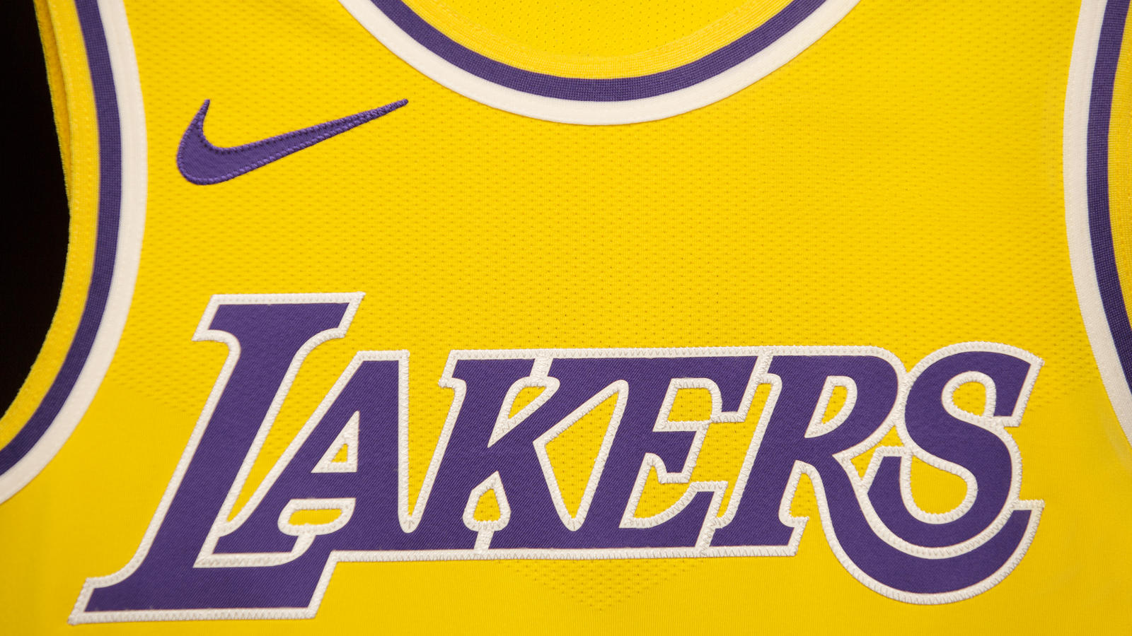 Los Angeles Welcomes Back Showtime with New Lakers Icon Jersey ...