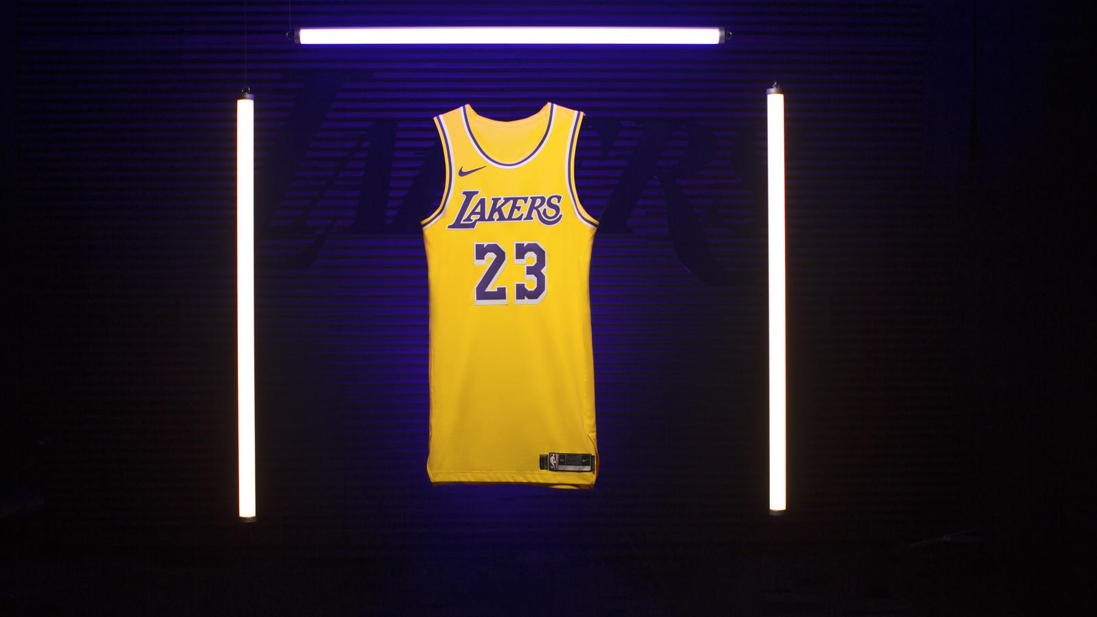 quality design 924d2 329a8 Los Angeles Welcomes Back Showtime with New Lakers Icon ...