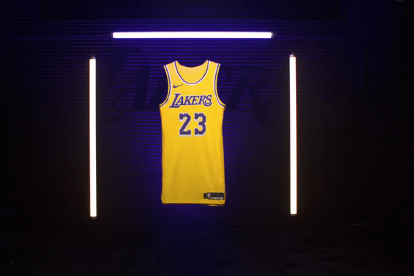 c5881e67ebc Los Angeles Welcomes Back Showtime with New Lakers Icon Jersey - Nike News