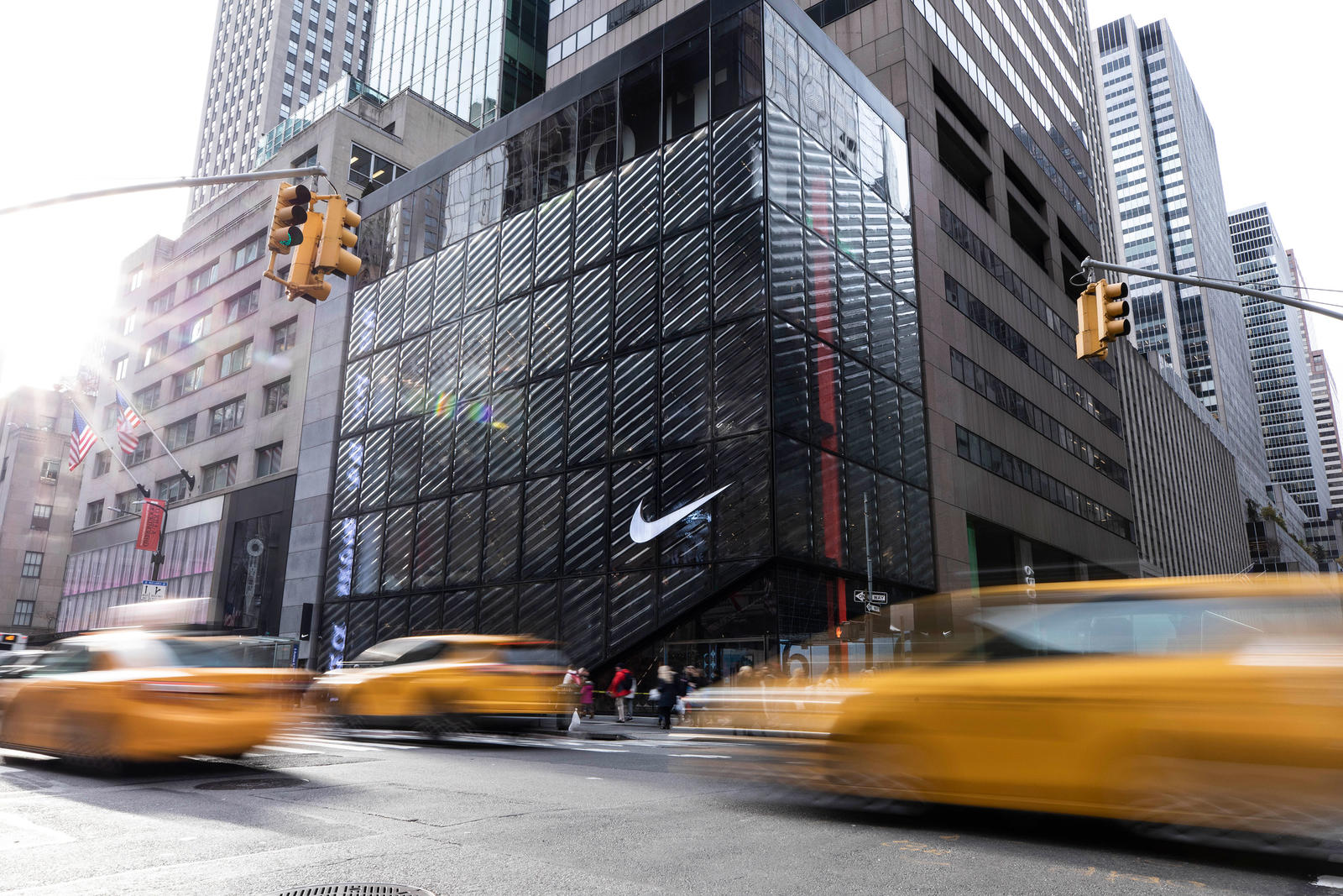 zapatos exclusivos baratas mejores telas First Look: Nike NYC Flagship - Nike News