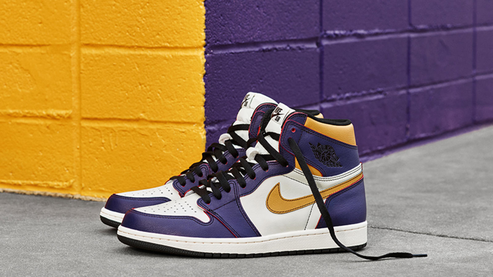 426c0fc7924d Initially adapted as a skateboarding shoe due to its high collar and Air  cushioning, the Air Jordan 1 silhouette took the SB circuit by storm soon  after its ...