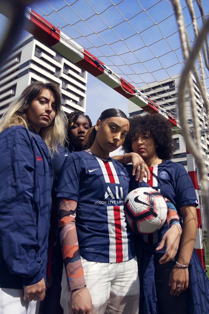 Paris Saint-Germain Brings Back Historic Stripe