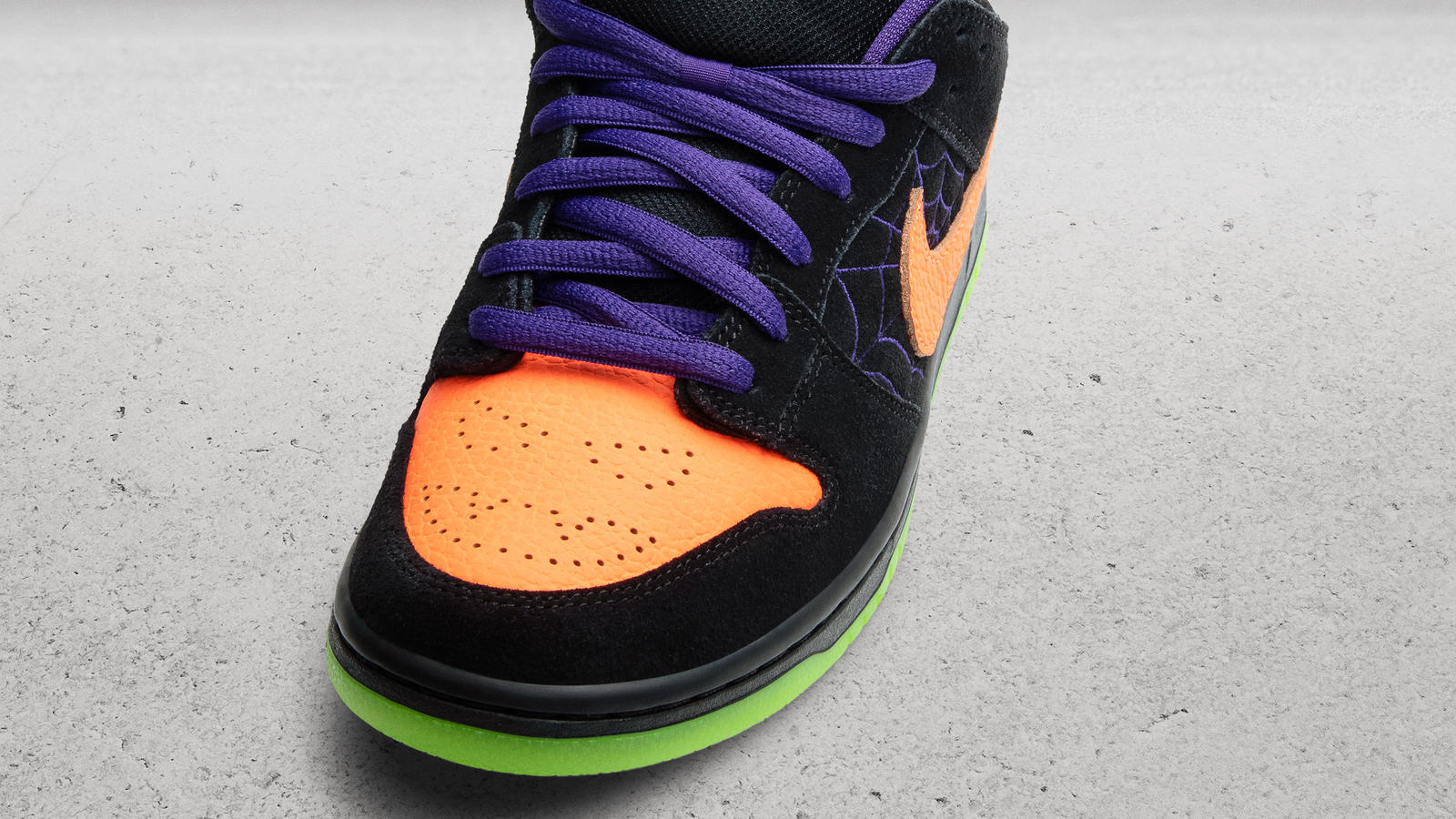 Nike SB Dunk Lo Night of Mischief Halloween 0