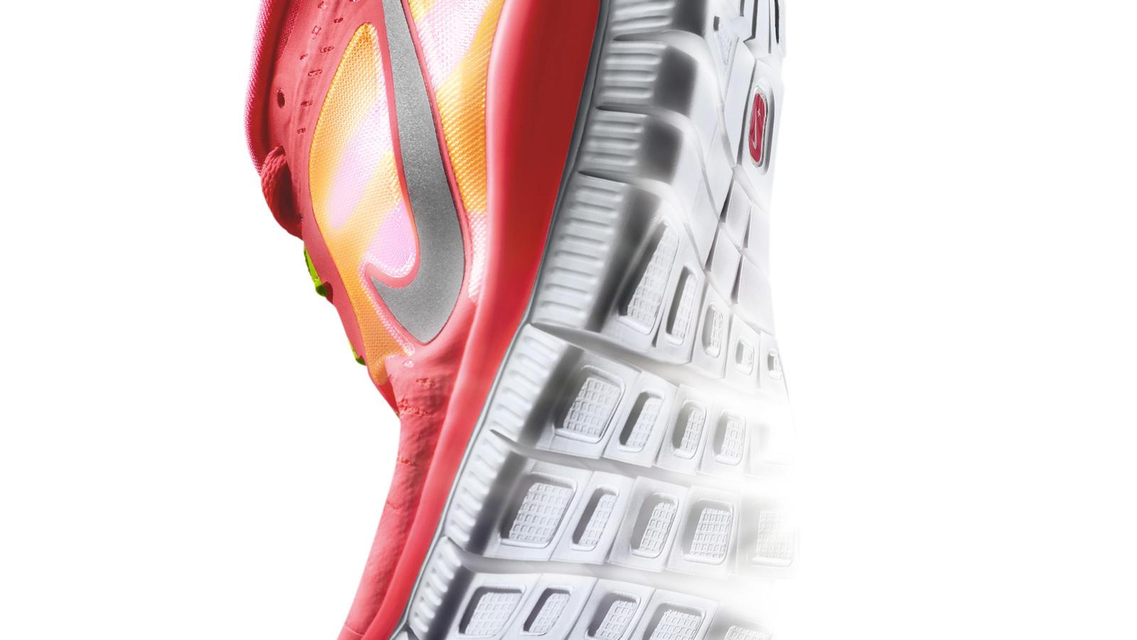 Nike_Free_Run__W_Hero_ToeStrike_Left