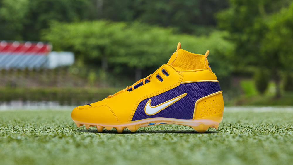 OBJ's Week 15 Pregame Cleats Pay Homage to Favorite Teams