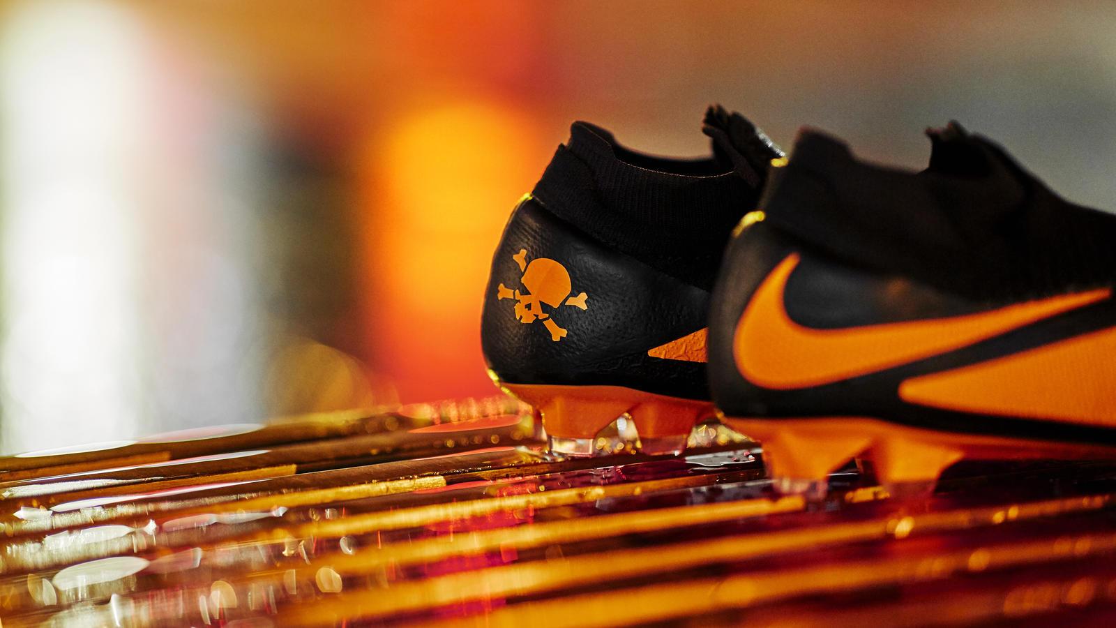 Nike Football Future DNA Pack: Nike Phantom VSN 2 Future DNA Hypervenom 3