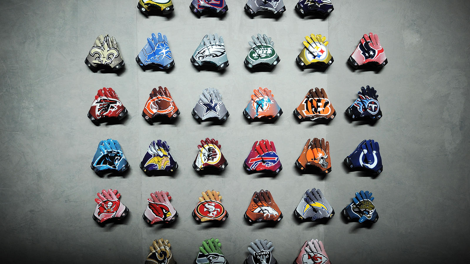 Nike_NFL_UniformUnveil_TeamGloves_03APR2012