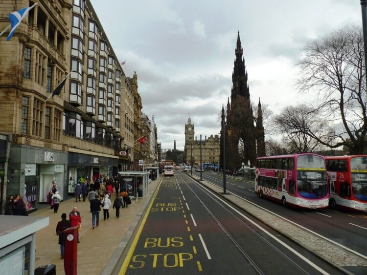 Edinburgh_Princes_Street_April_2010