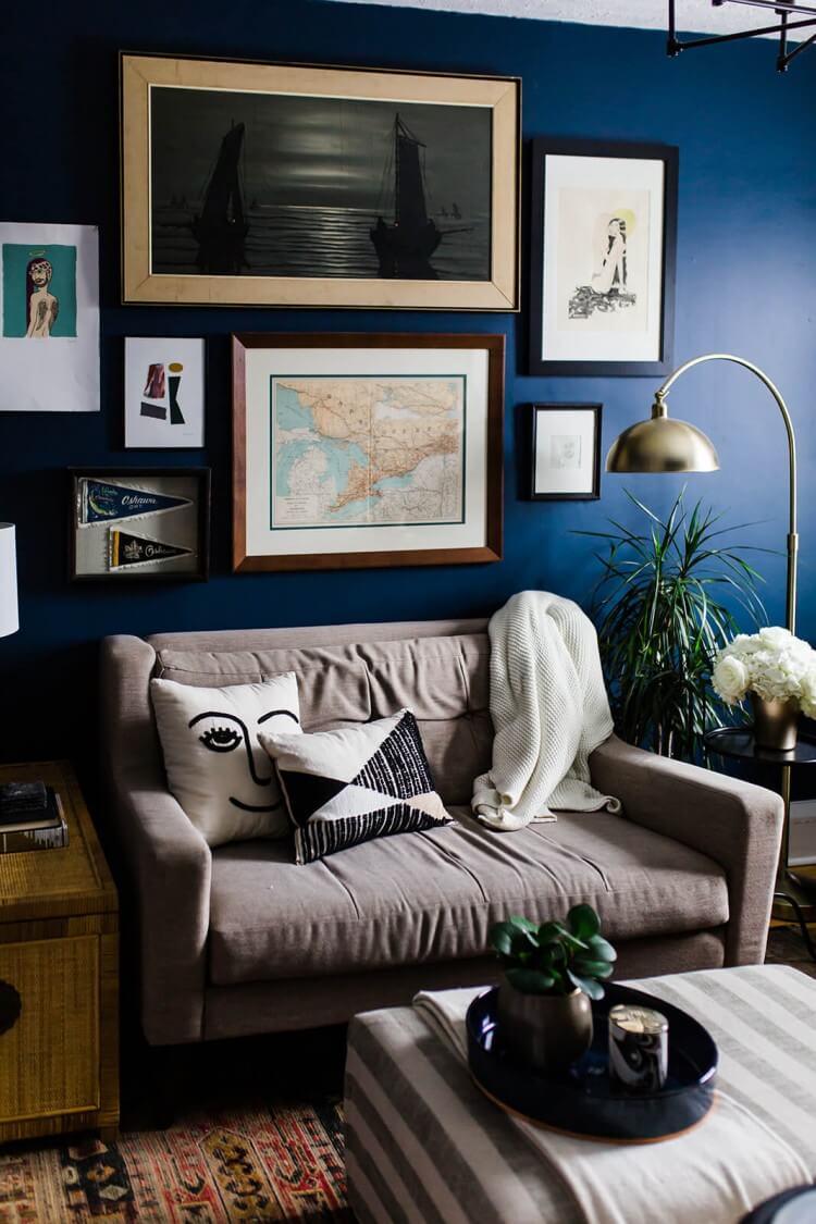 parede-azul-quadros-disposicao-de-quadros-parede