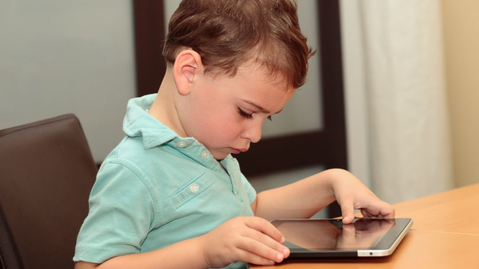 Boy-child-ipad-autism