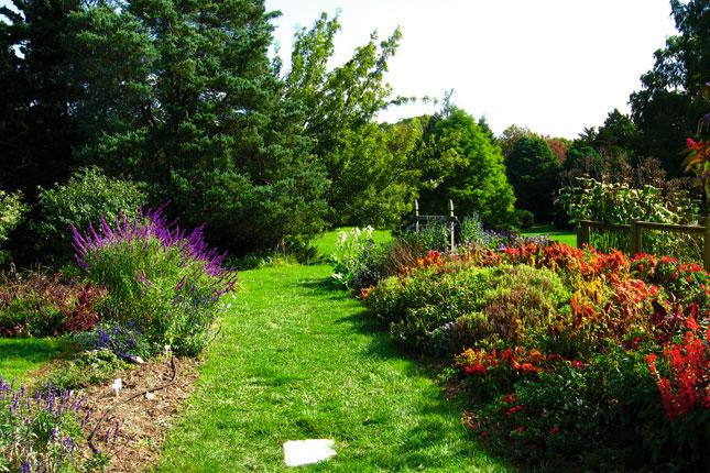 Explore Rutgers Gardens