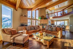 #371 - Elegant Ski-in/Ski-out House -